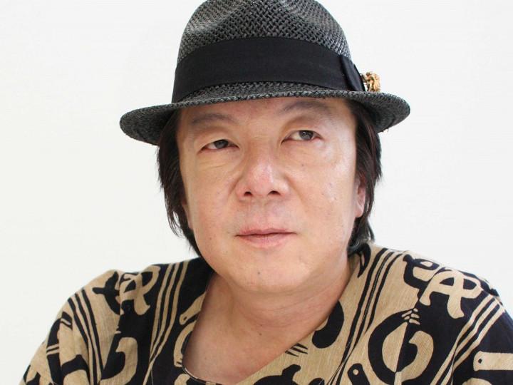 黒い帽子をかぶっている真顔の古田新太の画像