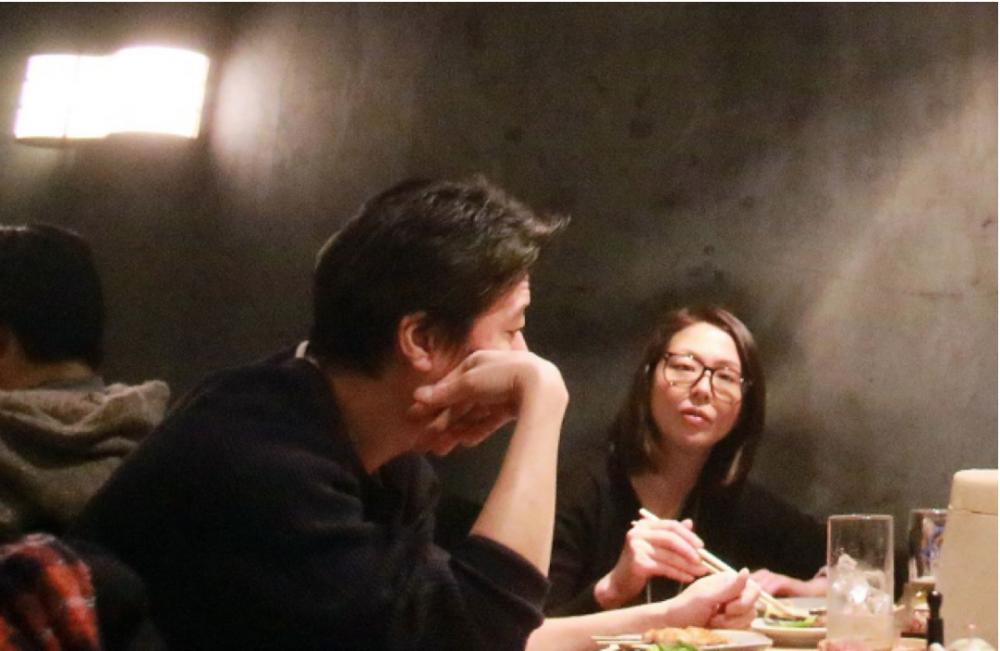 さらに同年3月の『FRIDAY』で、豊原さんが小泉さんの自宅に連泊していると報じました。