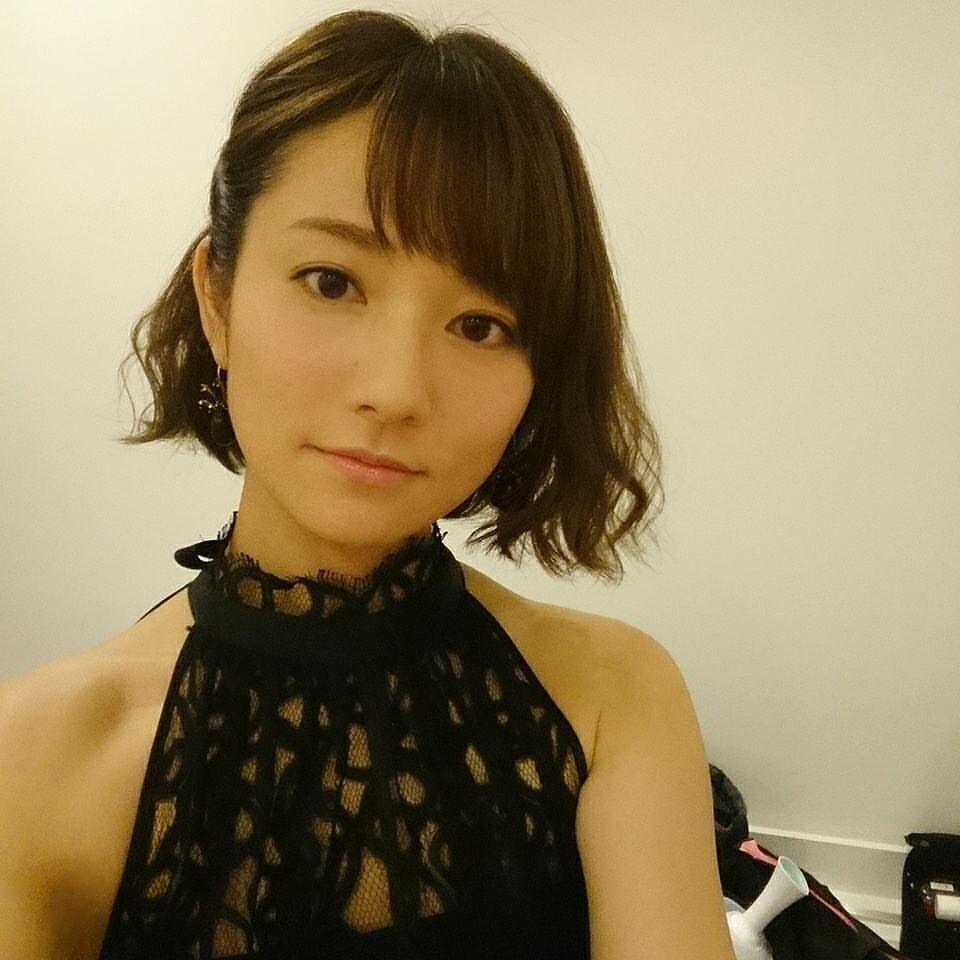 ショートヘアにドレスアップする木村文乃