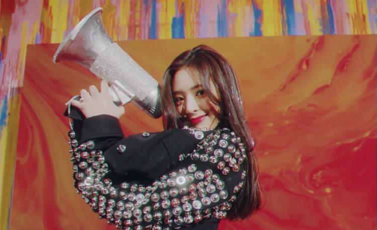 ITZYのメンバーのユナが1番人気?韓国ではイセヤング似と話題に ...